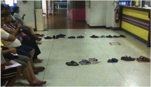 Fig. 8: I could not resist illustrating this case by an inventive solution for queuing in Thailand before the beginning of administrative service (from www.laposte.fr)